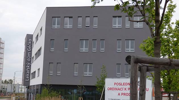 V blízkosti sídliště Vltava v Českých Budějovicích vyrostl nový lékařský dům.