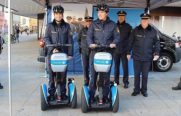 Policisty tahle pomůcka, zdá se, baví.