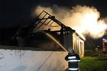 V sobotu večer museli hasiči hasit stodolu v Olešníku.