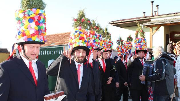 Tradičním masopustním veselím ožily v sobotu Strážkovice, obec na hlavním tahu z Českých Budějovic do Trhových Svinů. Masopustní tradici tady obnovili v roce 2011.