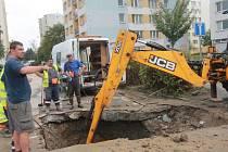 Oprava potrubí na sídlišti Vltava.