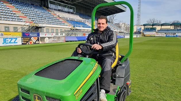 Na snímku Josef Pileček. Jediný, komu přestávka prospěla, je trávník.