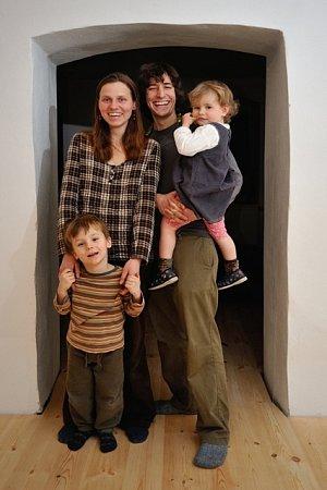 Smanželkou Markétou má pětiletého syna Matouše a tříletou dcerku Veroniku. Třetí potomek je na cestě.