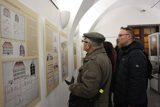 V českobudějovické radniční výstavní síni najdete expozici Historická odhalení, co tu mohlo být a není aneb Nerealizované projekty Českých Budějovic.