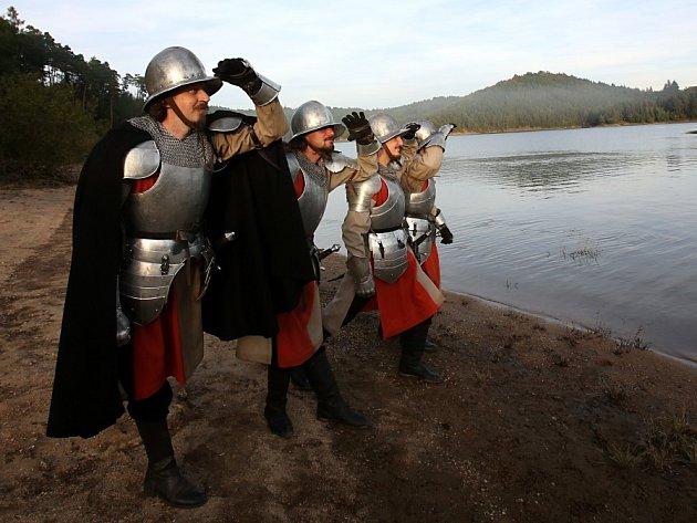 Na Orlíku se 28.září 2014natáčel druhý díl filmu Jan Hus. Hlavní roli má Matěj Hádek. Na snímku strážní, kteří Jana Husa vedli spoutaného na loďku.