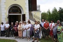 Na páté setkání rodáků a přátel Libína dorazilo zhruba sto padesát lidí. Program začal ranní mší v místní kapli, kam přišli rodáci patřičně ve slavnostním.