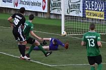 David Ledecký v zápase s Příbramí střílí první gól Dynama.
