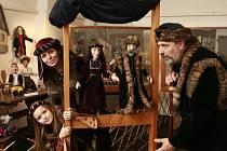 Přes sto loutek z domácí amatérské dílny manželů Novákových z Tábora je k vidění v Městském muzeu v Týně nad Vltavou.