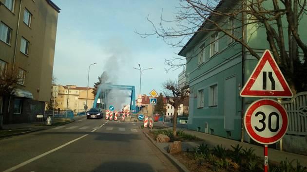 Modrý most v Českých Budějovicích. Od 12. 4. je uzavřen kvůli opravě.