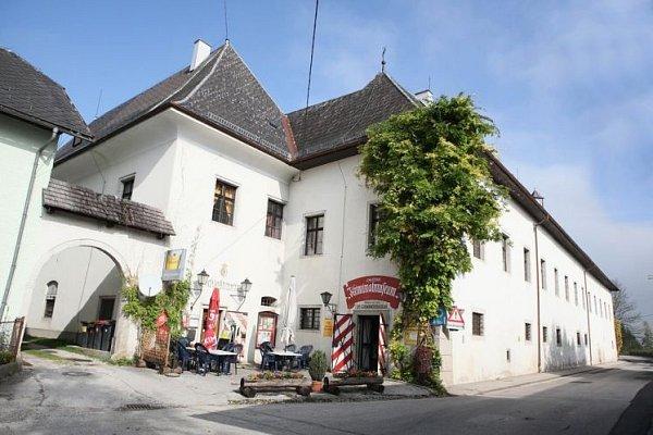 Na zámku mají četníci muzeum.