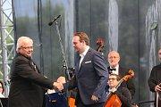 Hlavním bodem oslav byl v sobotu od osmi hodin koncert operní pěvkyně, dvojnásobné držitelky ceny Thálie a vidovské rodačky Jany Šrejma Kačírkové (soprán) a jejích hostů ve sportovním areálu ve Vidově.