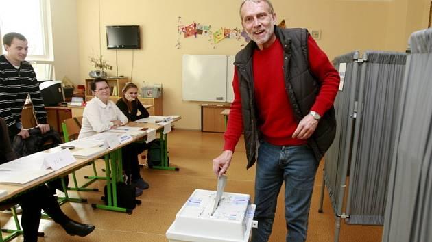 Voliči v Hluboké nad Vltavou.