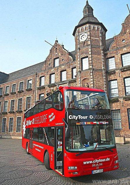 Autobus pro turisty už někde jezdí iNěmecku.