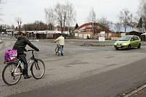 Nepřehlednou křižovatku u Kauflandu nahradí kruhový objezd.