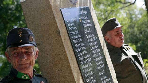 Památník se jmény obyvatel Nové Pece a okolí, kteří zahynuli za první světové války, odhalili  11. srpna v Nové Peci u bývalého hostince, kterému se lidově říkalo U Migrény.