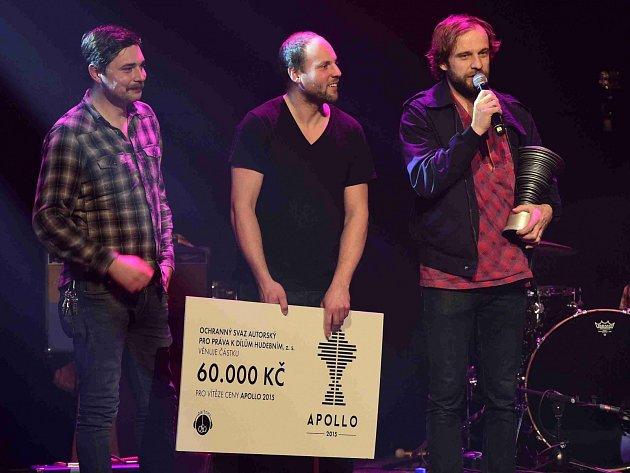 Cenu české hudební kritiky Apollo za nejlepší domácí album uplynulého roku získala táborská kapela Please The Trees za nahrávku Carp.
