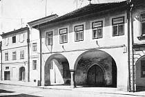 Česká ulice č. 30 v 60. letech 20. století.