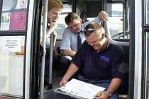 Řidiči autobusů a kamionů v jižních Čechách se nemusí bát o práci. Dopravci v regionu jich mají stále nedostatek.