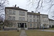 Strýčická základní škola, která byla slavnostně otevřená v roce 1929.