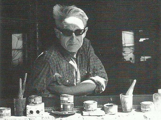 Vladimíra Holuba, posledního dadaistu v Čechách a zapomenutého génia, který žil v Jindřichově Hradci, připomíná kniha a výstava.