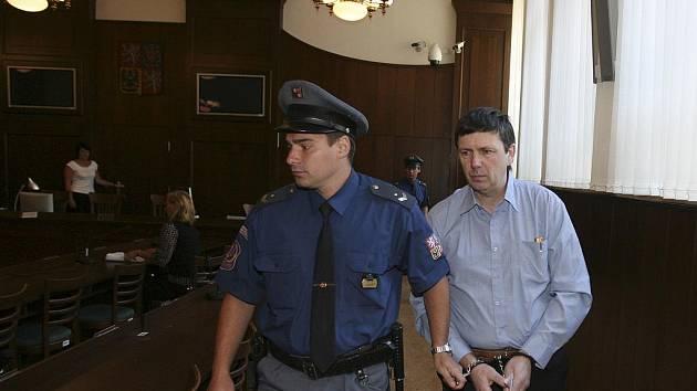 Jan Čermák u krajského soudu. Foto: DENÍK/Václav Pancer