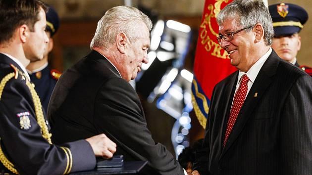 Šéf jihočeské Madety Milan Teplý převzal medaili Za zásluhy z rukou prezidenta Miloše Zemana ve středu večer na Pražském hradě.