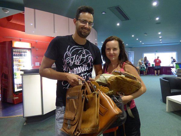 Na Kabelkový veletrh Deníku si přišel nakoupit také českobudějovický brašnář Lukáš Ardolf spřítelkyní Zuzanou Bínovou.