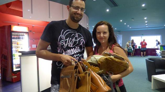 Na Kabelkový veletrh Deníku si přišel nakoupit také českobudějovický brašnář Lukáš Ardolf s přítelkyní Zuzanou Bínovou.