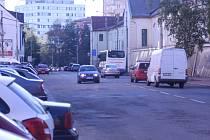 Část Lidické třídy od Mánesovy ulice k náměstí Jiřího z Poděbrad dostane koncem září nový asfaltový povrch. Místo bude po dva víkendy neprůjezdné.
