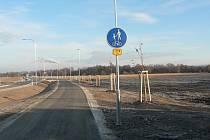 Po obou stranách silnice mezi Českými Budějovicemi a Roudným (na snímku) se nachází 38 hektarů pozemků, které získala církev v restituci v roce 2018.