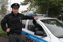 Tomáš Jinek je jedním ze čtveřice policistů, kteří minulou sobotu zadrželi recidivistu v prodejně v ulici U Černé věže.