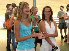 Přestupem ze základní školy na střední začíná pro mnohé žáky úplně jiný život. To si také v pátek uvědomovali deváťáci ze Základní školy Kamenný Újezd.