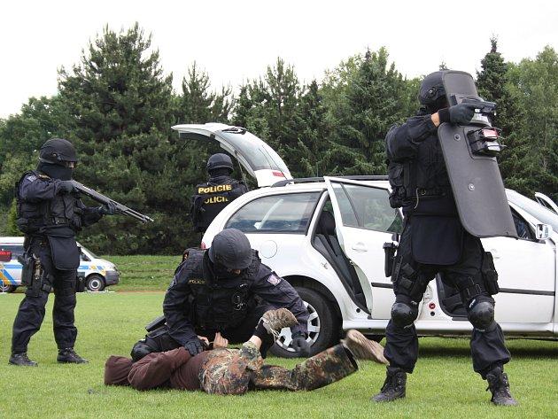 Návštěvníci Dne policie se mohou těšit i na ukázky elitních jednotek. Archivní foto z roku 2011.