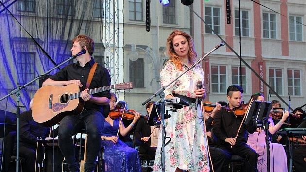 Aneta Langerová rozezpívala náměstí