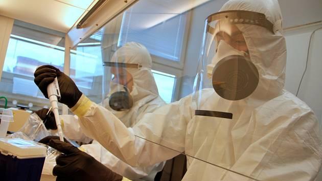 Českobudějovické Biologické centrum Akademie věd ČR otevřelo od pondělí 11. května novou laboratoř na testování vzorků, kde lze zkoumat i vzorky krve ohledně  přítomnosti koronaviru v těle pacienta.