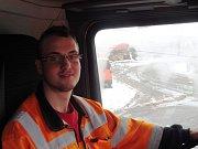 Jihozápad kraje zasáhla sněhová kalamita. Tomáš Pinc, řidič sypače.