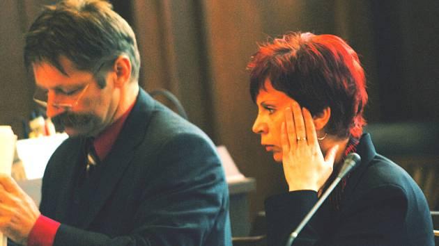 Eva Rajtmajerová (na snímku se svým obhájcem JUDr. Ladislavem Dusilem).