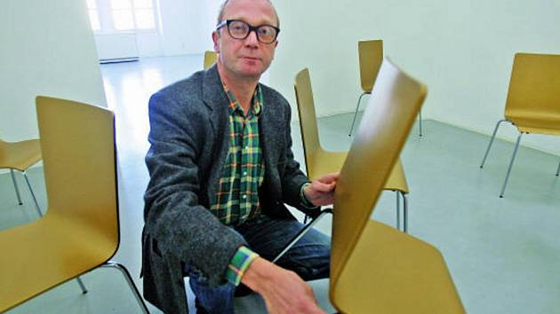 Heimo Zobernig přijel ve čtvrtek do metropole, aby  nainstaloval objekty své autorské výstavy.