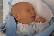 Prvorozený Tomáš Jindra se pro svůj příchod na svět rozhodl v pondělí 8.12.2014 ve 14 hodin a 50 minut. Po narození vážil 2,76 kg. Vyrůstat bude v Českých Budějovicích.