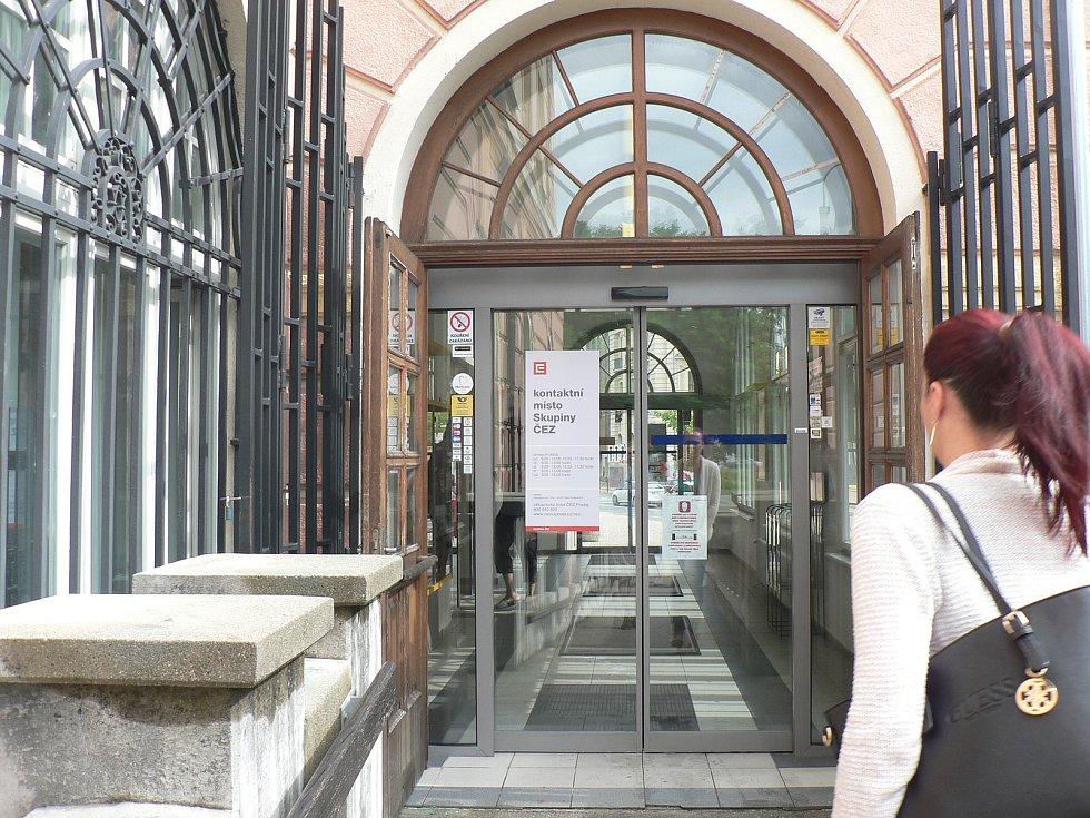 V Českých Budějovicích bylo slavnostně otevřeno první kontaktní místo společnosti ČEZ v prostorách České pošty. Jedná se o hlavní poštu v jihočeské metropoli na Senovážném náměstí.