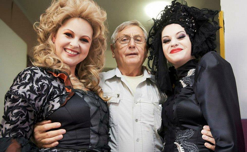 V táborském Divadle Oskara Nedbala i v Českém Krumlově se točil a v táborském kině Svět měl premiéru Menzelův poslední film Donšajni.