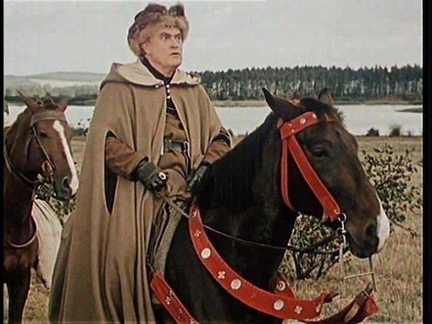 Bedřich Karen (probošt) urybníka Velká Kuš. Ve filmu ho husité upálí.