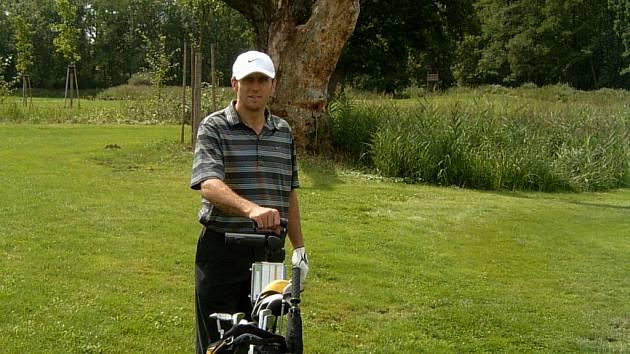 I fotbalista Karel Poborský se prezentoval v golfovém turnaji pod hlubockým zámkem.