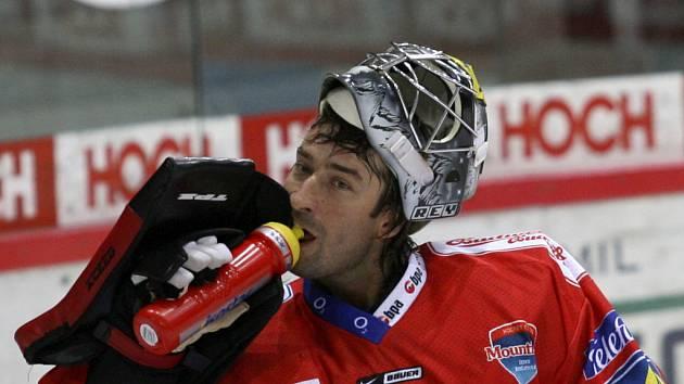 Na brankářském postu českobudějovičtí hokejisté zatím problémy nemají. Jak Martin Altrichter (na snímku), tak Roman Turek podávají v pohárových zápasech spolehlivé výkony.