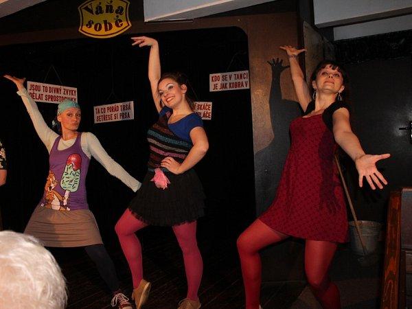 Budějovický Kabaret UVáňů nabízí novou premiéru, pobaví absurdní hra Kam se poděla Valerie, kterou napsal Jiří Suchý.