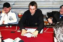 Poker je jednou z nejoblíbenějších karetních her.