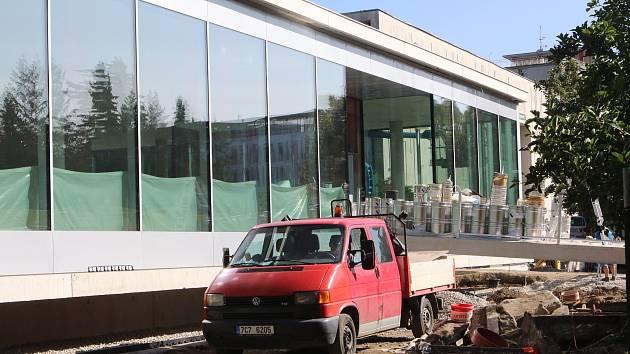 Dostavba Jihočeské vědecké knihovny na Lidické třídě.