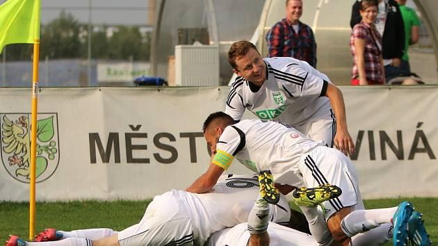 Pětkrát slavili v zápase s Dynamem gól fotbalisté Karviné, hosté z jihu Čech v utkání II. ligy totálně propadli.