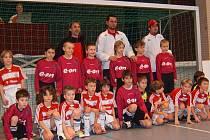 Fotbalisté Dynama ČB 99 si přivezli z Fischachu cenné zkušenosti a také snímek s nadějemi slavného Bayernu Mnichov.