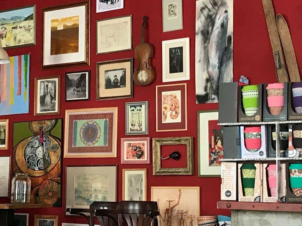 Majitelka kavárny Matice Gabriela Chmelařová překonala krizi koronaviru a opět kavárnu naplno otevřela.